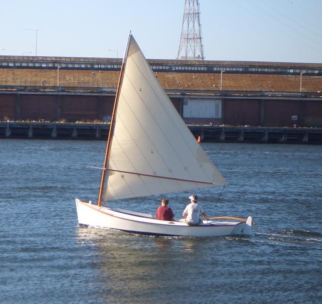 Catboat versus Sharpie